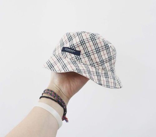 Burberry reversible hat(KIDS)